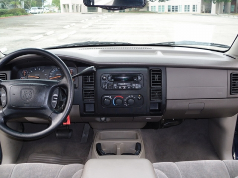 Dodgedakotasltquadcabblue on 2005 Dodge Dakota Center Console